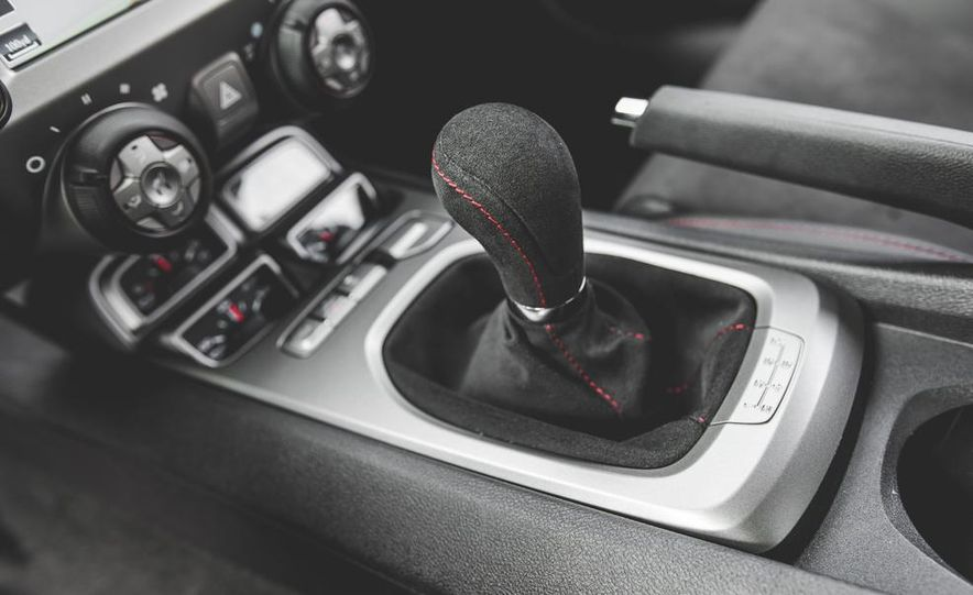 2015 Chevrolet Camaro ZL1 coupe - Slide 40