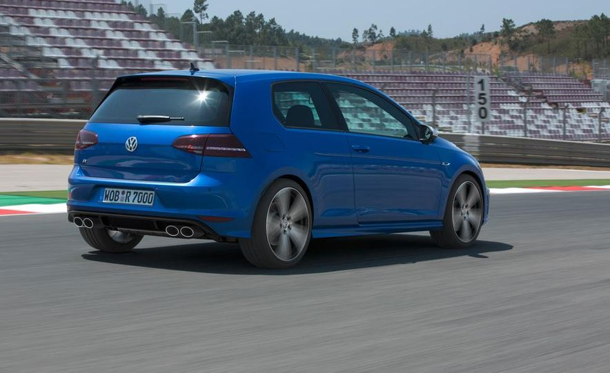 2016 Volkswagen Golf R - Slide 14
