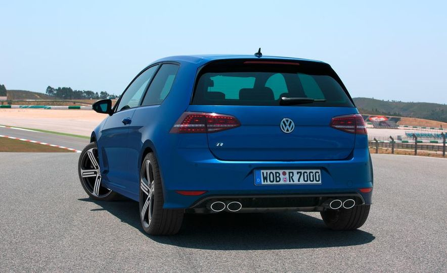 2016 Volkswagen Golf R - Slide 17