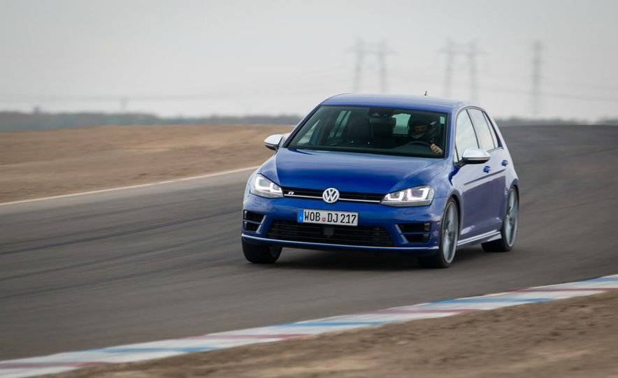 2016 Volkswagen Golf R - Slide 5