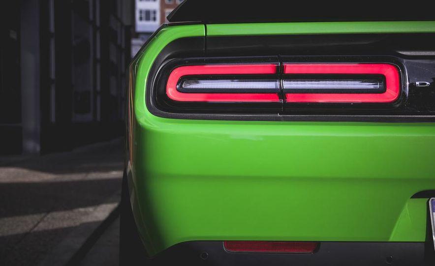 2015 Dodge Challenger SRT Hellcat - Slide 21