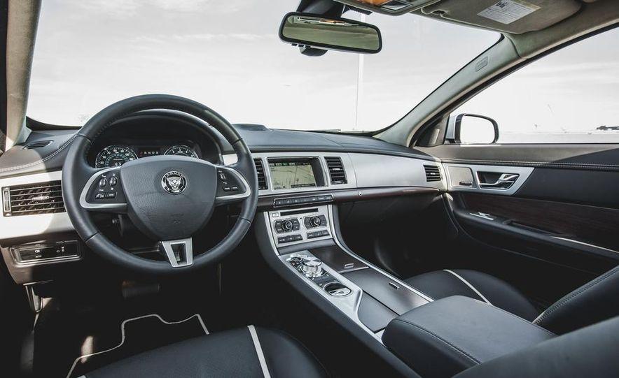 2015 Jaguar XF 3.0 AWD - Slide 23