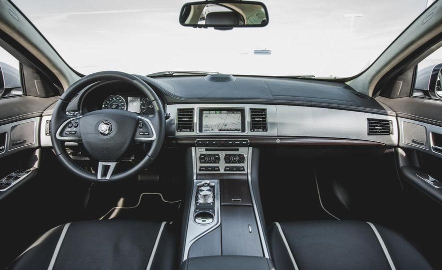 2015 Jaguar XF 3.0 AWD - Slide 24
