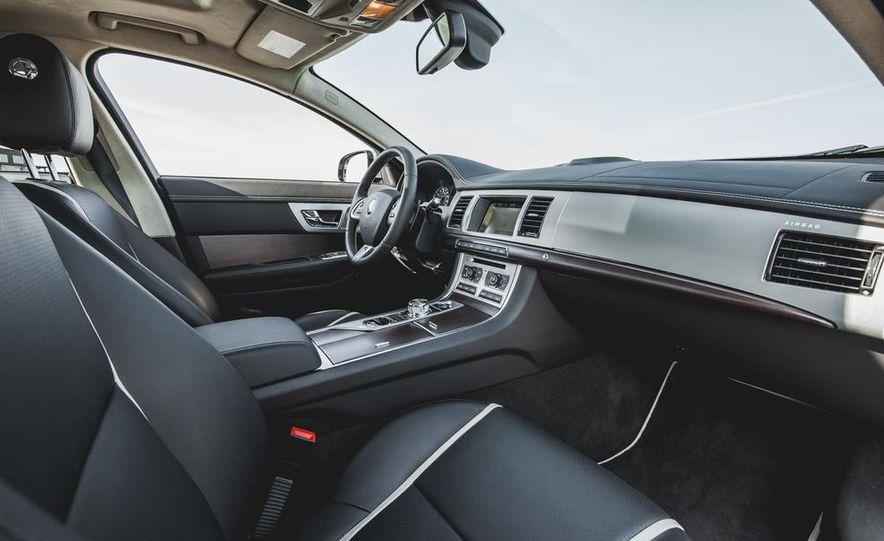 2015 Jaguar XF 3.0 AWD - Slide 25