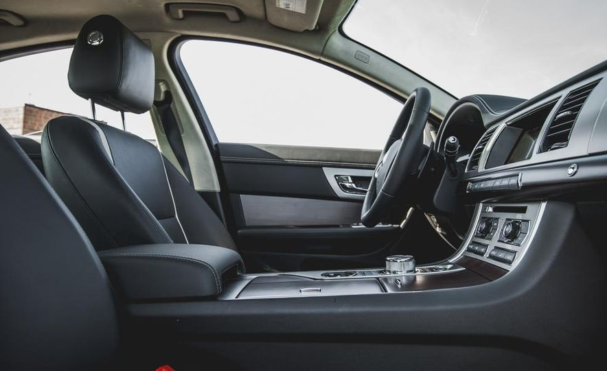 2015 Jaguar XF 3.0 AWD - Slide 26