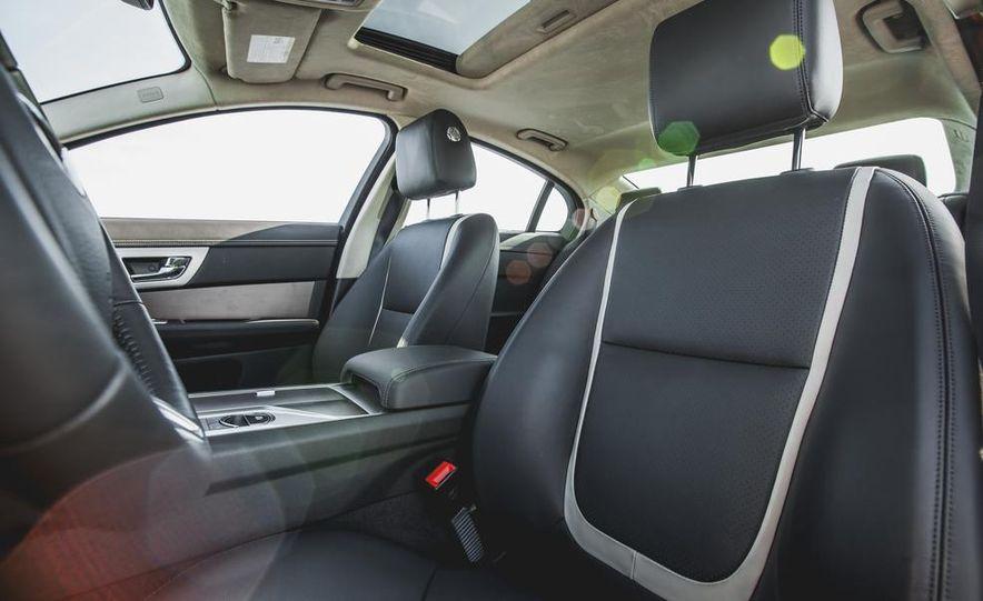 2015 Jaguar XF 3.0 AWD - Slide 29
