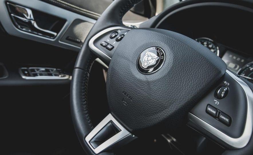 2015 Jaguar XF 3.0 AWD - Slide 32