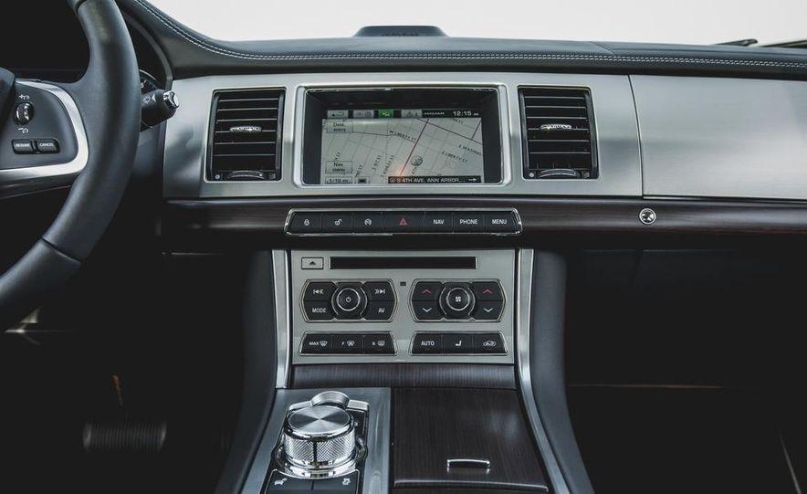 2015 Jaguar XF 3.0 AWD - Slide 35