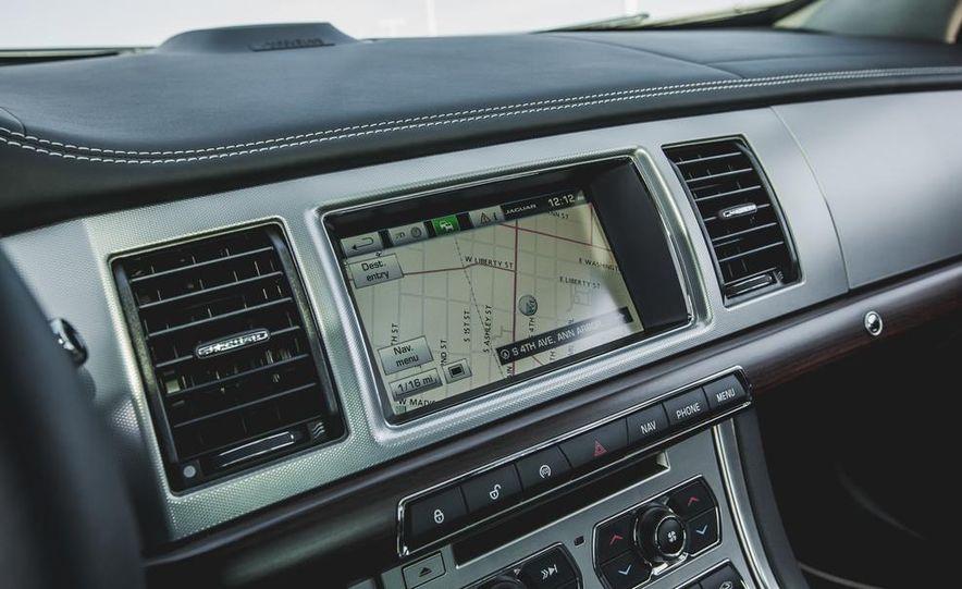 2015 Jaguar XF 3.0 AWD - Slide 36