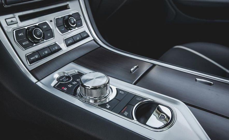 2015 Jaguar XF 3.0 AWD - Slide 37