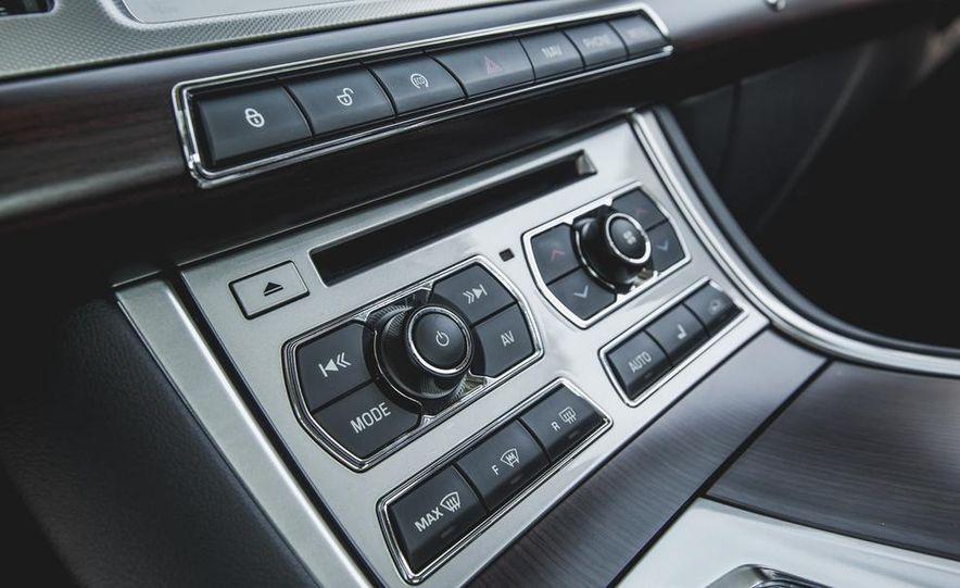 2015 Jaguar XF 3.0 AWD - Slide 38
