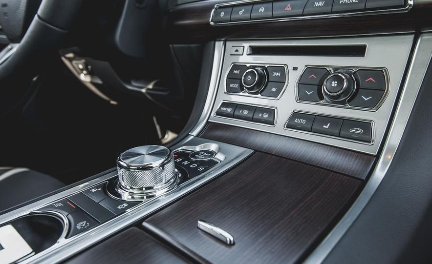 2015 Jaguar XF 3.0 AWD - Slide 39