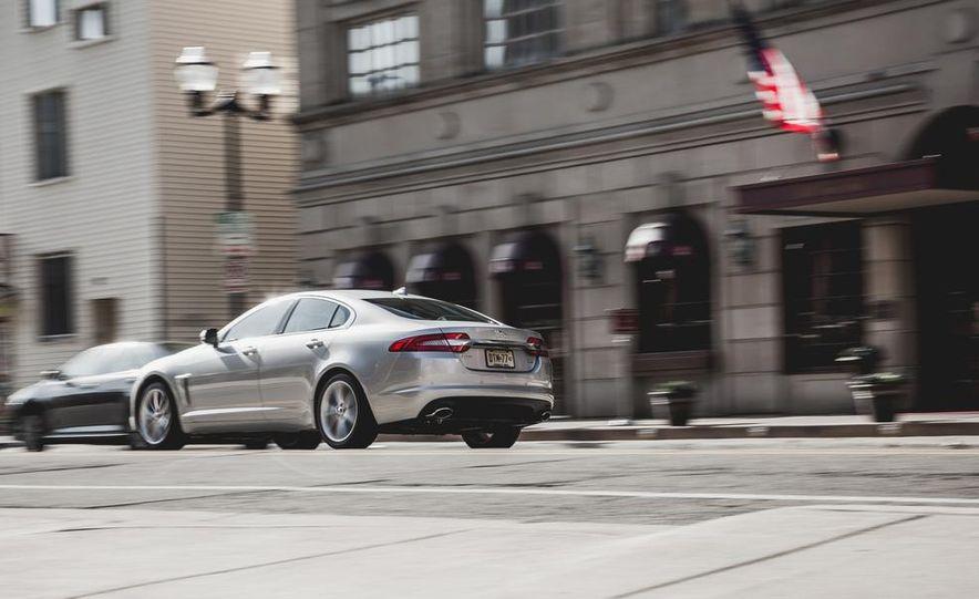 2015 Jaguar XF 3.0 AWD - Slide 9
