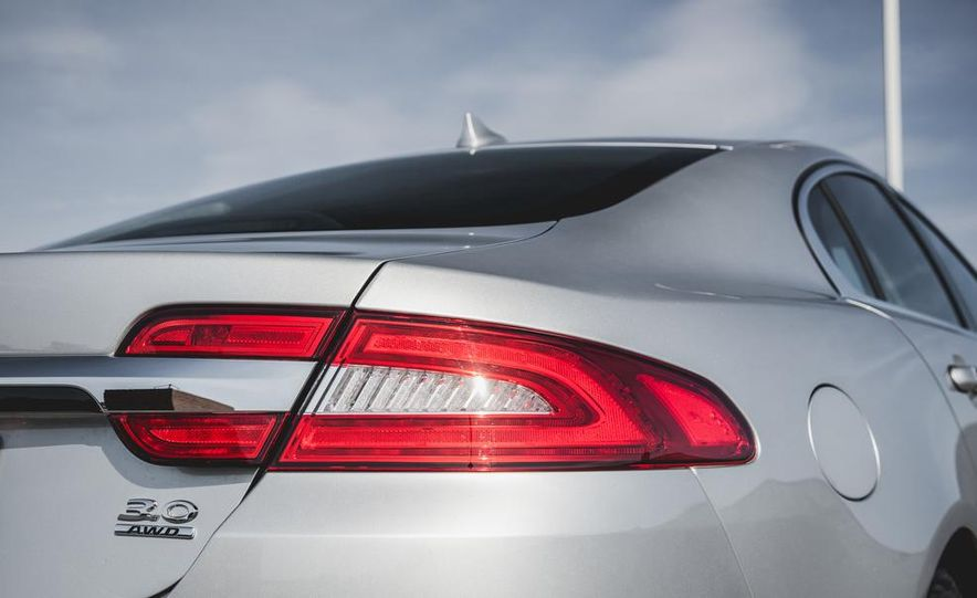 2015 Jaguar XF 3.0 AWD - Slide 19