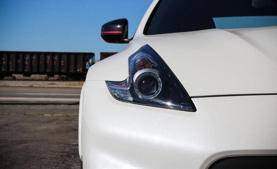 2015 Nissan 370Z NISMO Automatic - Slide 13