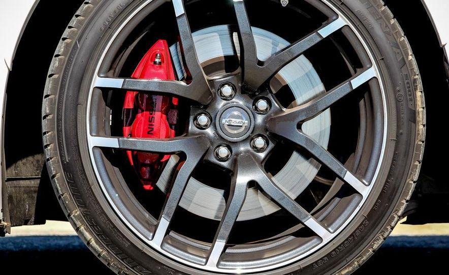 2015 Nissan 370Z NISMO Automatic - Slide 18