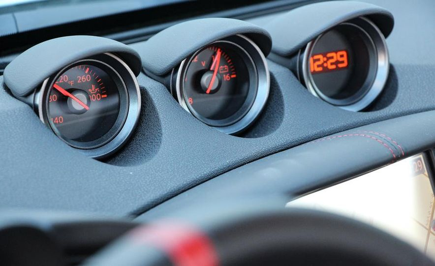 2015 Nissan 370Z NISMO Automatic - Slide 32