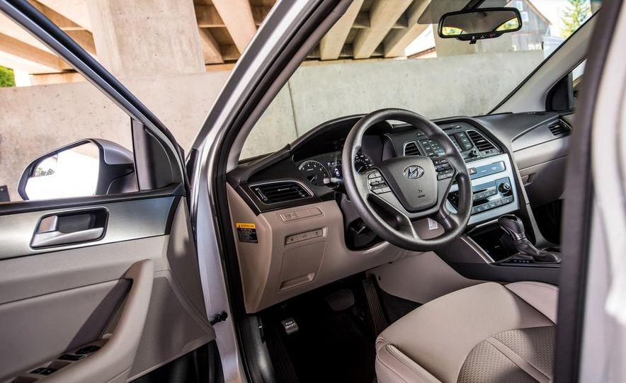 2015 Hyundai Sonata 2.4L Sport - Slide 25