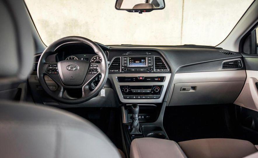 2015 Hyundai Sonata 2.4L Sport - Slide 30