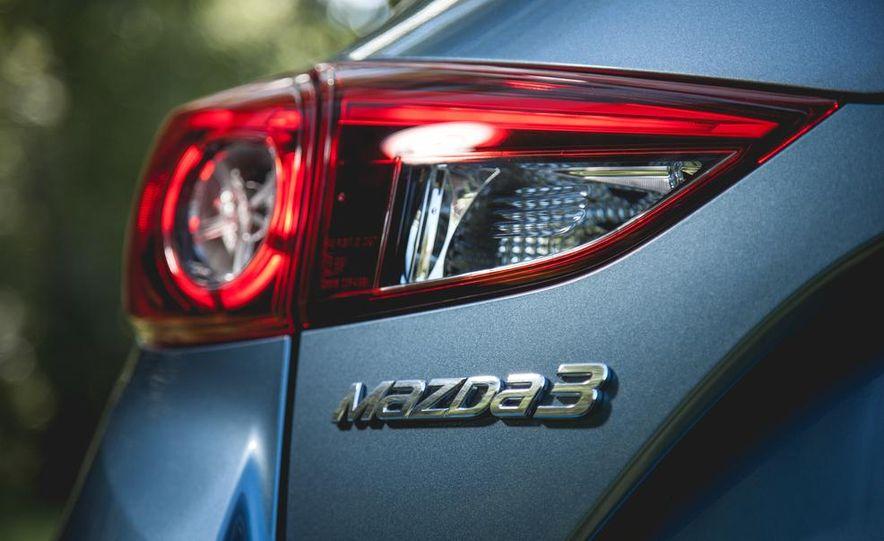 2015 Mazda 3 2.5L hatchback - Slide 12