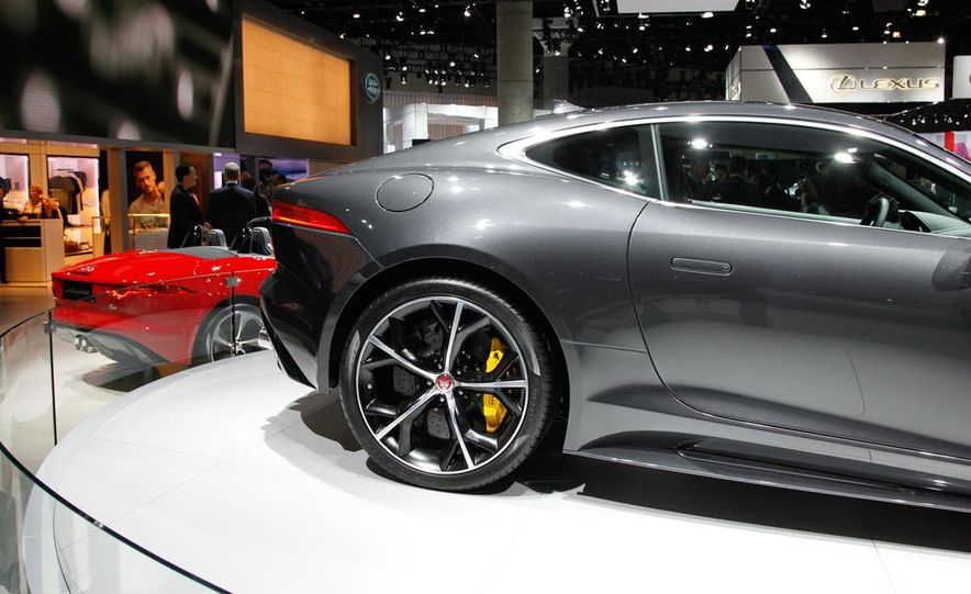 2016 Jaguar F-type R coupe AWD - Slide 12