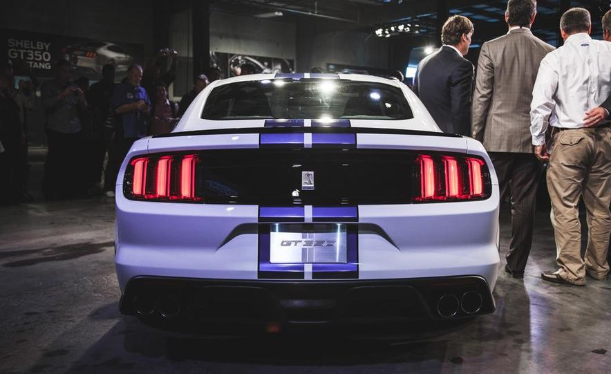2016 Ford Mustang Shelby GT350 - Slide 35