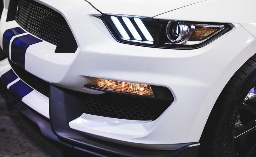 2016 Ford Mustang Shelby GT350 - Slide 37