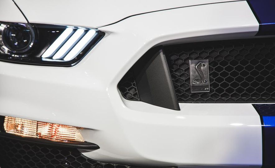 2016 Ford Mustang Shelby GT350 - Slide 40