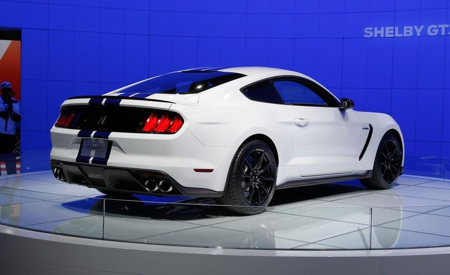 2016 Ford Mustang Shelby GT350 - Slide 10