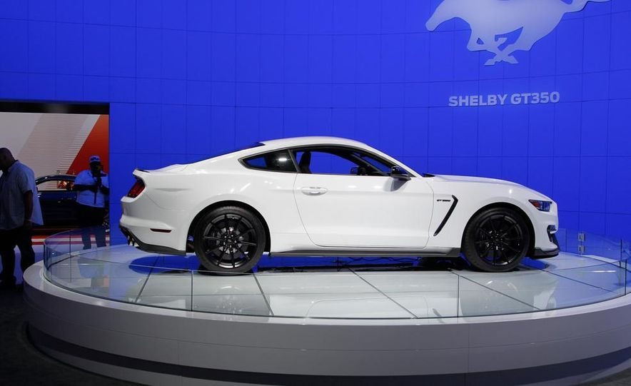 2016 Ford Mustang Shelby GT350 - Slide 11