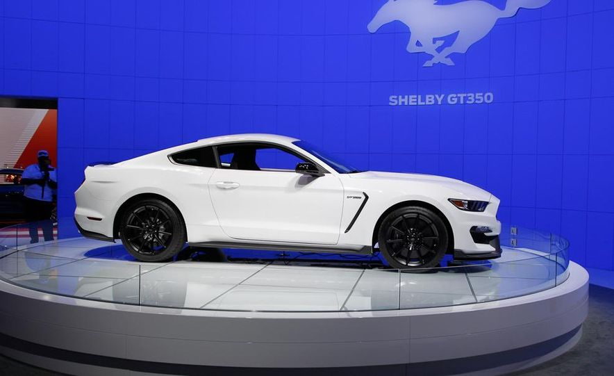 2016 Ford Mustang Shelby GT350 - Slide 12