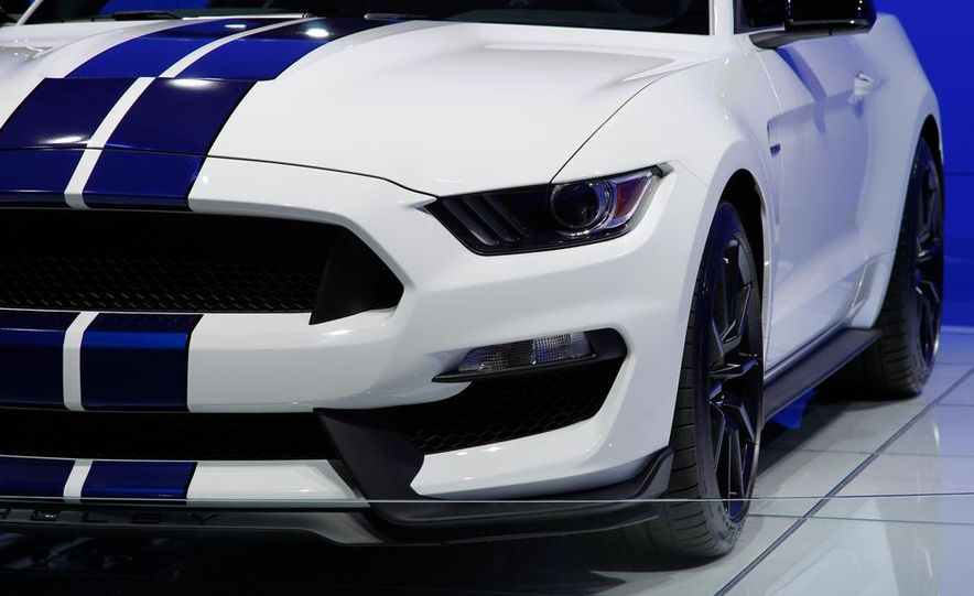 2016 Ford Mustang Shelby GT350 - Slide 19