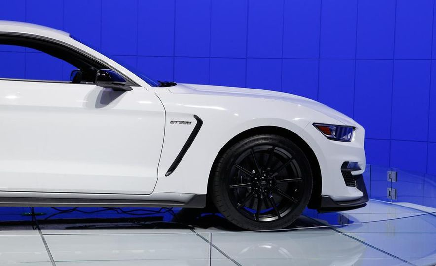 2016 Ford Mustang Shelby GT350 - Slide 24