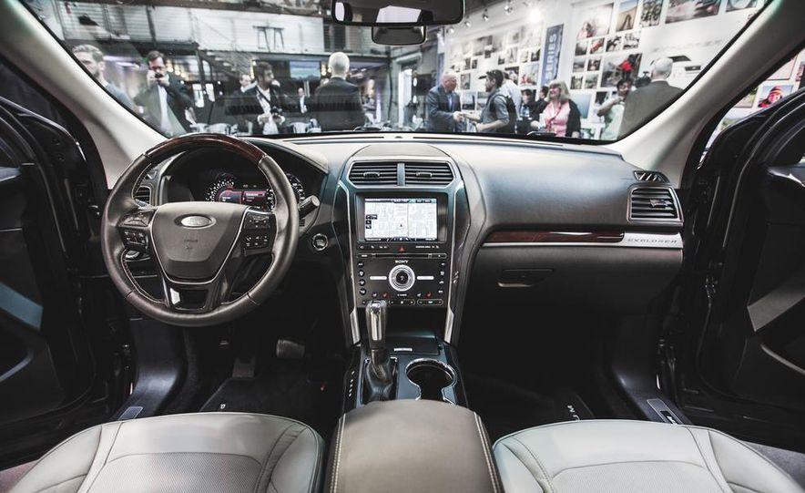 2016 Ford Explorer Platinum - Slide 29
