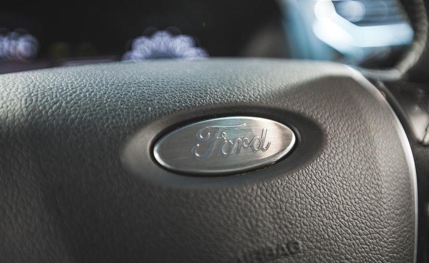 2016 Ford Explorer Platinum - Slide 37