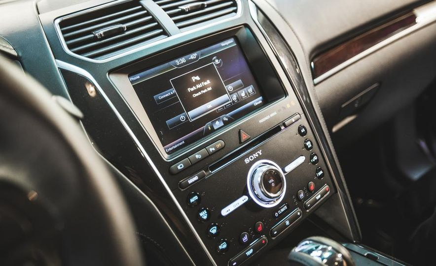 2016 Ford Explorer Platinum - Slide 40