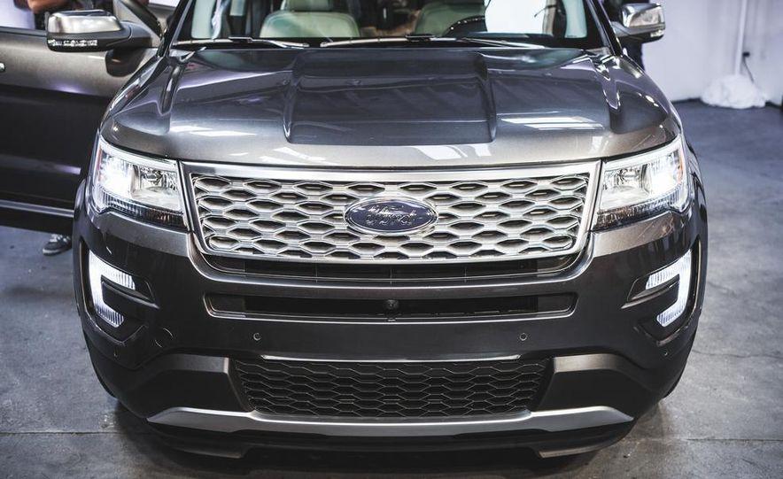 2016 Ford Explorer Platinum - Slide 7