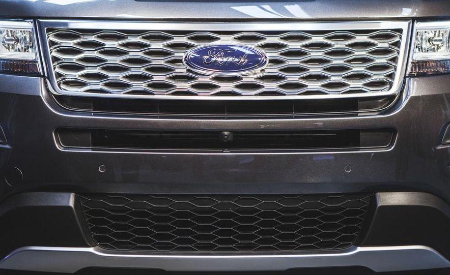 2016 Ford Explorer Platinum - Slide 8