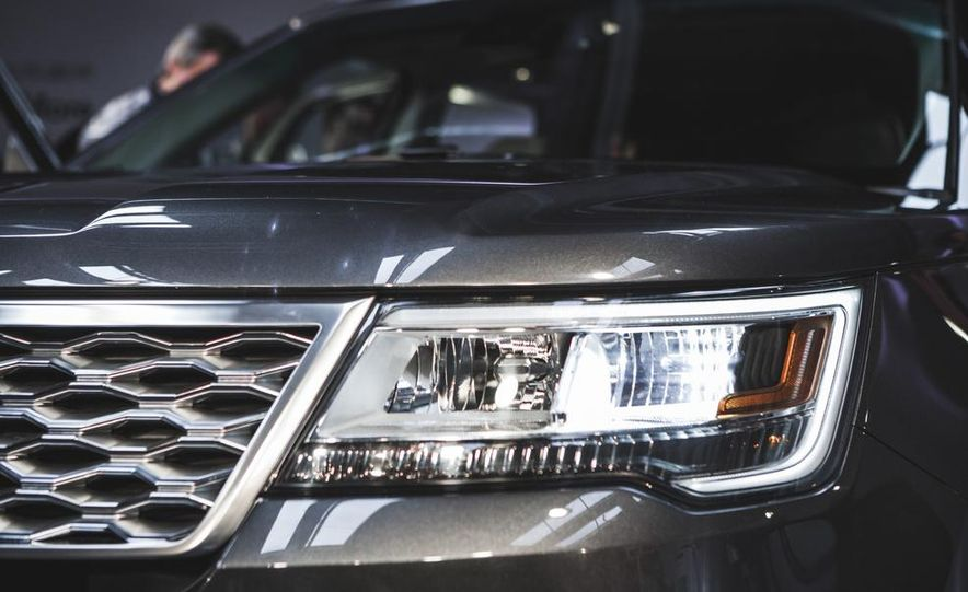 2016 Ford Explorer Platinum - Slide 11