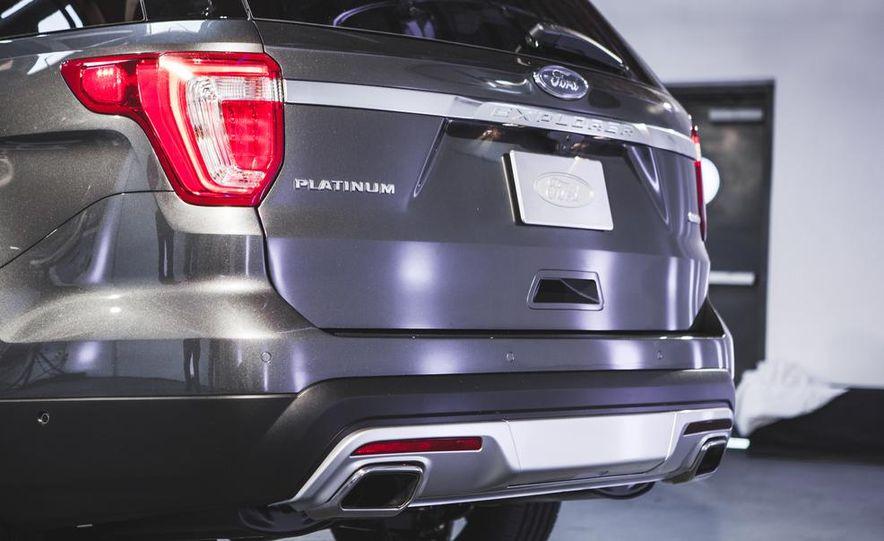 2016 Ford Explorer Platinum - Slide 15