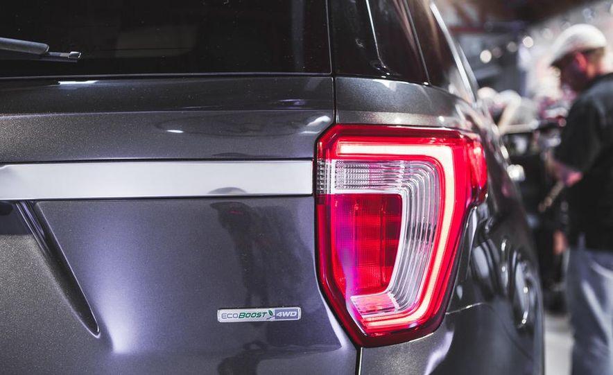 2016 Ford Explorer Platinum - Slide 16
