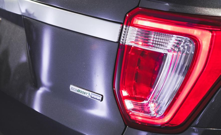 2016 Ford Explorer Platinum - Slide 17