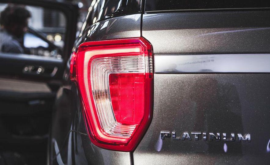 2016 Ford Explorer Platinum - Slide 18