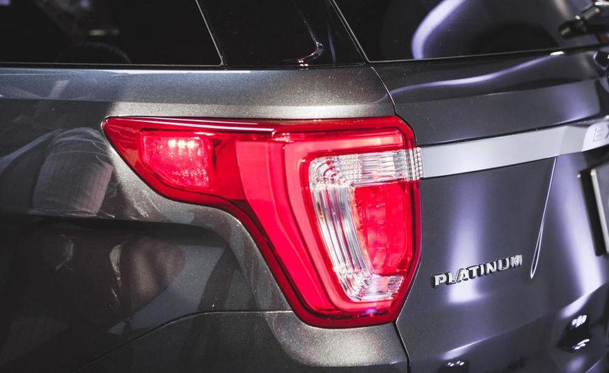 2016 Ford Explorer Platinum - Slide 19