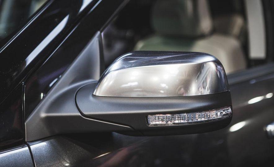 2016 Ford Explorer Platinum - Slide 21