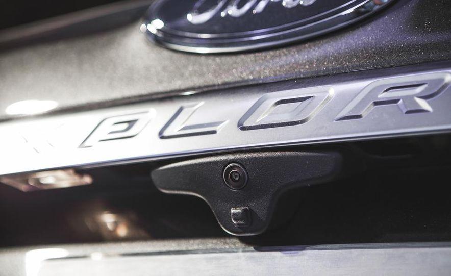 2016 Ford Explorer Platinum - Slide 24