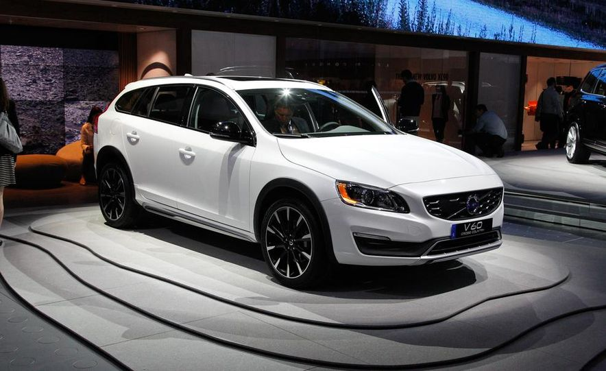 2015 Volvo V60 Cross Country - Slide 1
