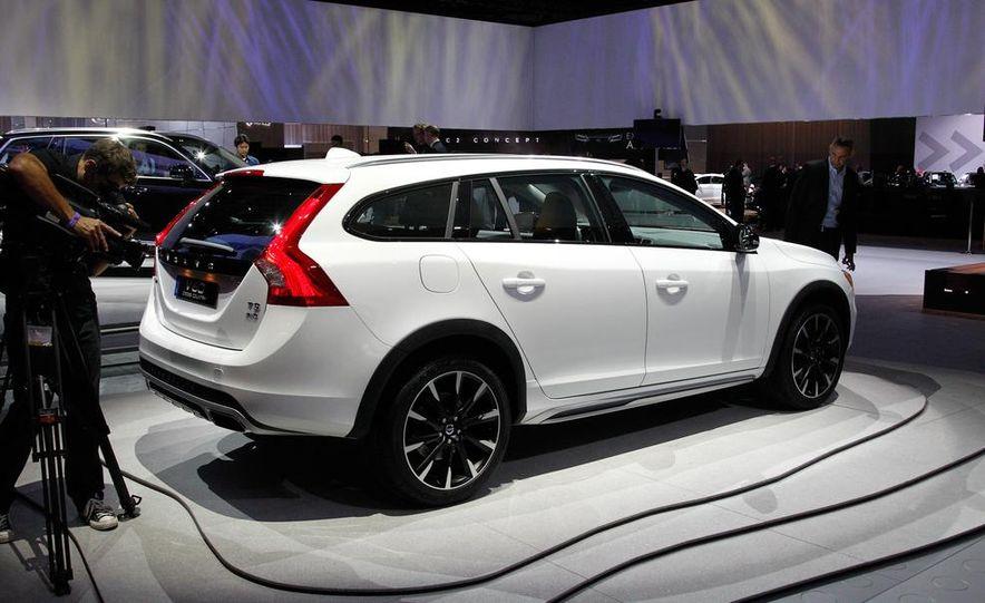 2015 Volvo V60 Cross Country - Slide 7