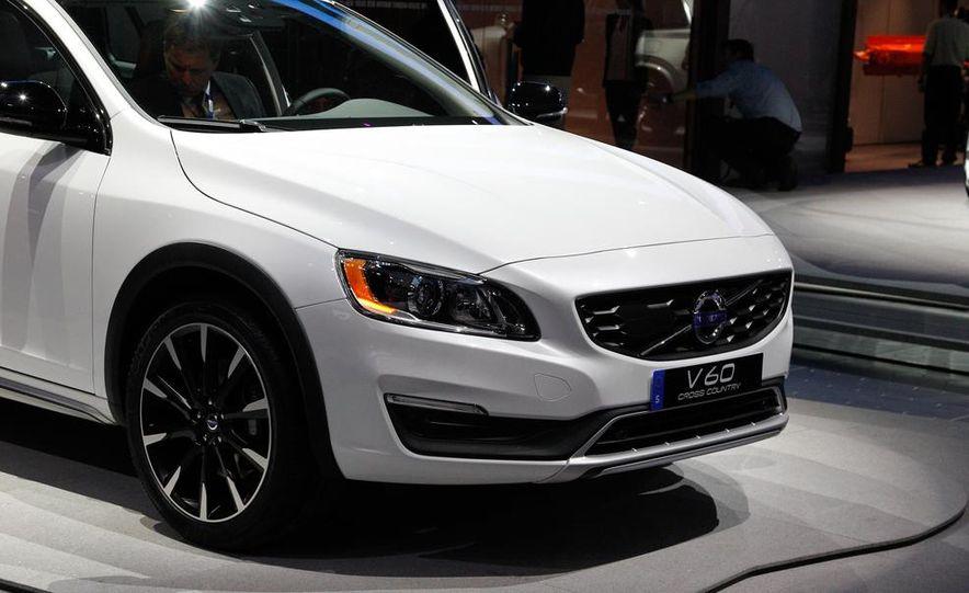 2015 Volvo V60 Cross Country - Slide 10