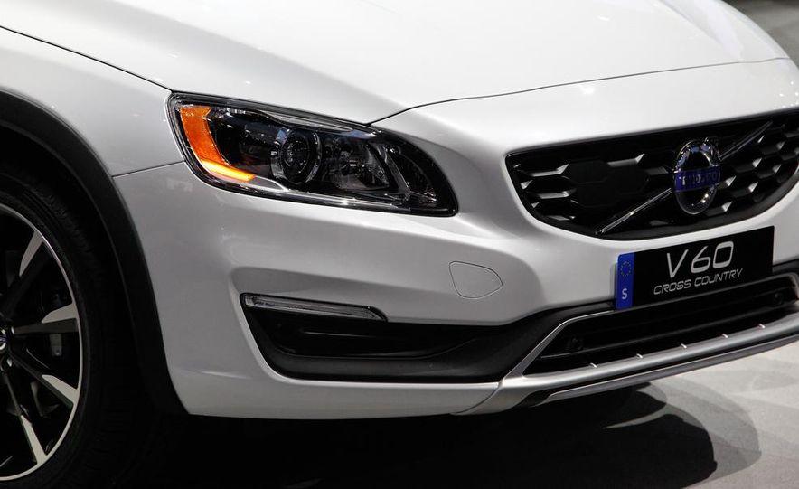 2015 Volvo V60 Cross Country - Slide 12